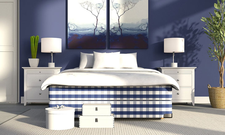 Coastal bedroom decor in blue and white shades